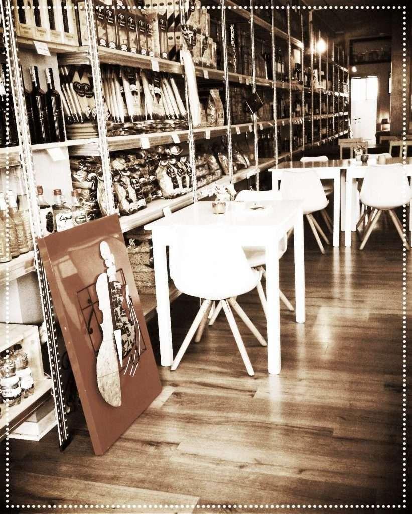 Scaffali della bottega negozio o market